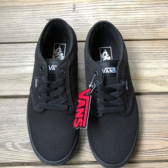 7bc5b0aab124b4 Vans Atwood Low Top Skate Shoes Black NWT